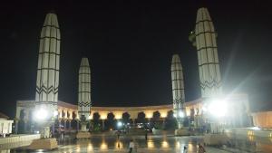 Suasana di teras Masjid Agung